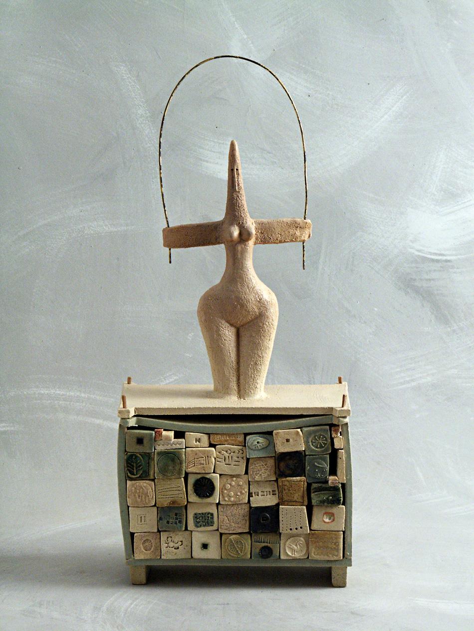 Alfabeta, 2006, semirefrattario, ossidi, ingobbi, smalti, cm 22x40x45 - Foto © Antonello Stegani