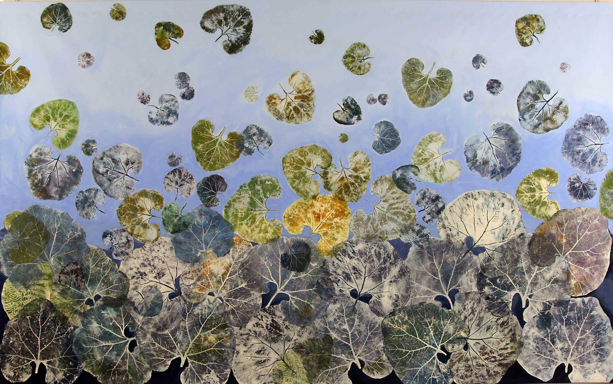 Leaves, 2017, carta giapponese e acrilici su tela, cm 200x330. Foto © Giuseppe Tassinari