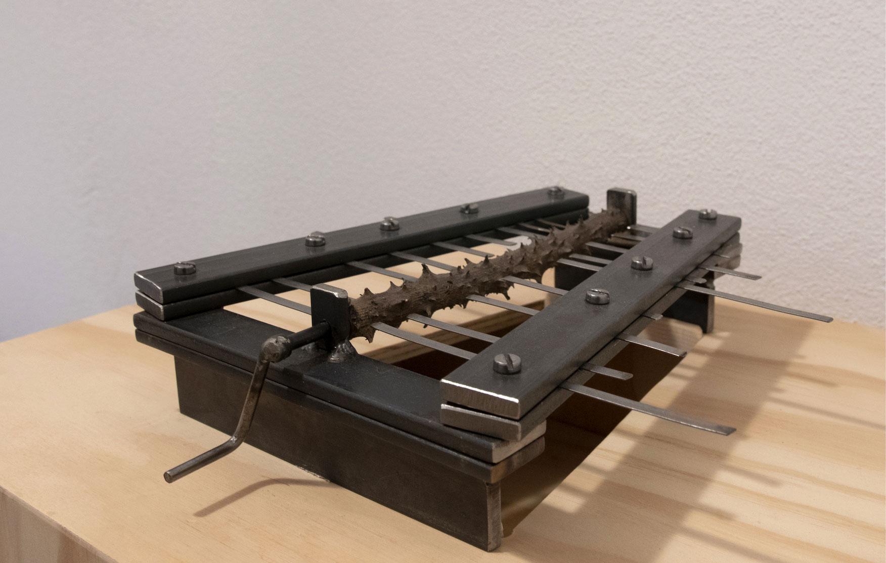 Rhodon Rheon, 2013, ferro, acciaio armonico, bronzo, legno, cm 25x27x5